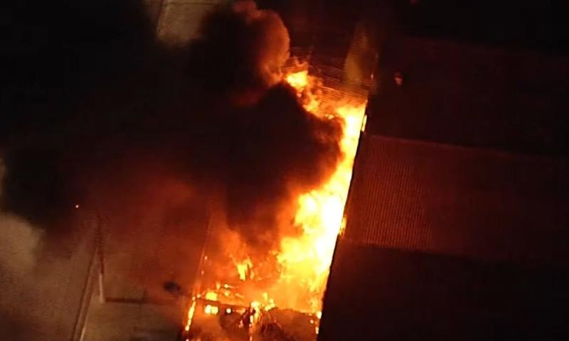Rolos de filme, documentos e equipamentos ficavam armazenados no local; segundo Bombeiros, não há vítimas