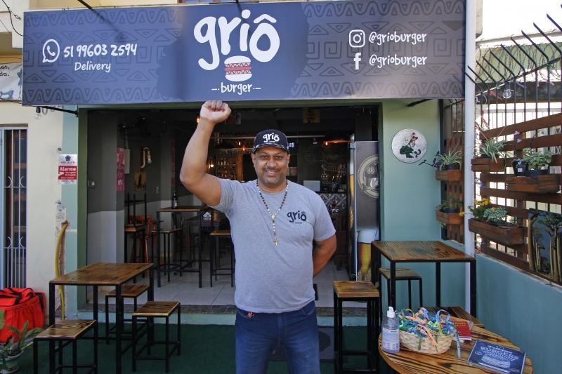Luiz Roberto abriu a primeira hamburgueria com temática afro do Rio Grande do Sul na Zona Sul de Porto Alegre. A Griô dá nomes aos combos a partir de referências da negritude