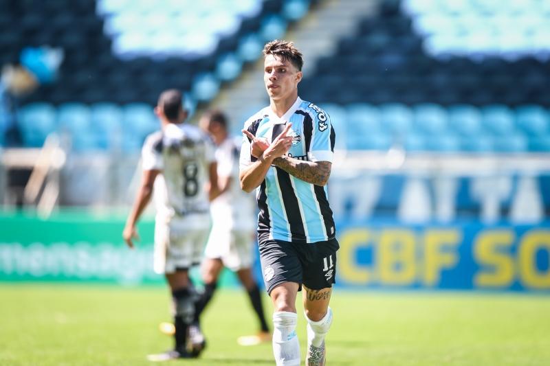 Diego Souza e Ferreira (foto), ambos nos minutos finais da primeira etapa, marcaram os gols
