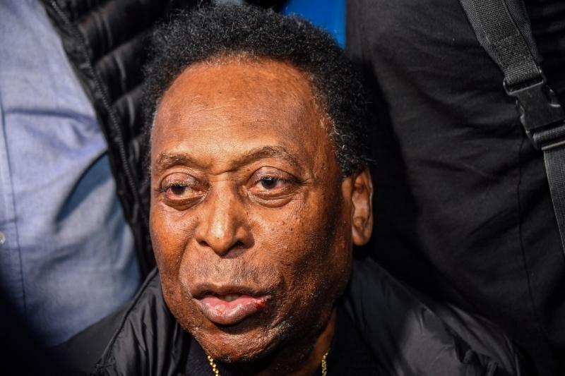 O ex-jogador, que fará 81 anos no próximo mês, ainda tem sequelas de três cirurgias realizadas nos últimos anos