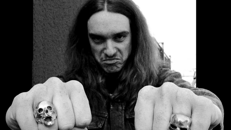 Baixista nos três primeiros discos do Metallica, Cliff Burton sofreu acidente fatal na estrada, durante uma turnê