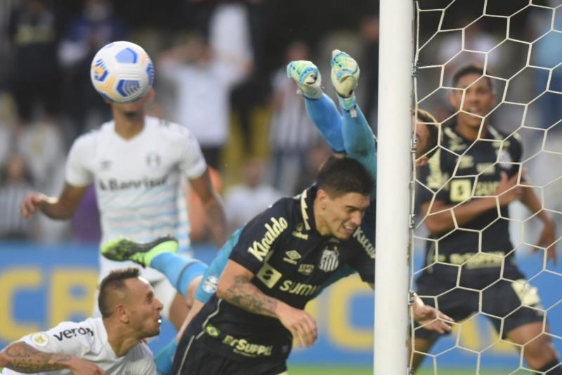 Brenno até tentou salvar o Tricolor, mas não conseguiu evitar a derrota nos acréscimos da etapa final