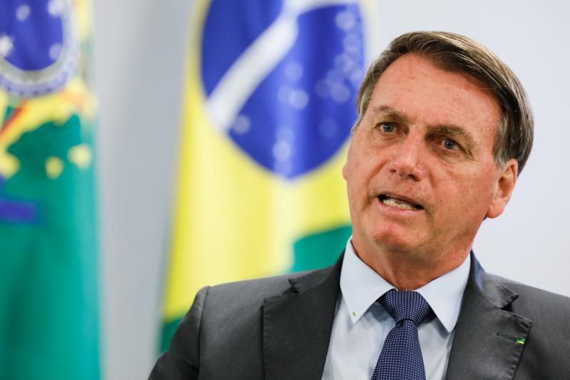 Aos jornalistas, Bolsonaro também questionou a razão de não se divulgar o número de mortes de pessoas já vacinadas