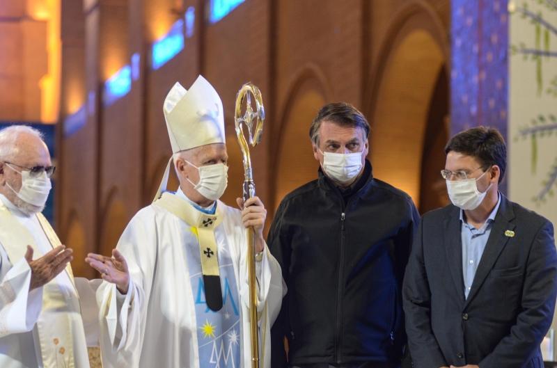 Presidente e ministros assistem missa no dia da Padroeira do Brasil