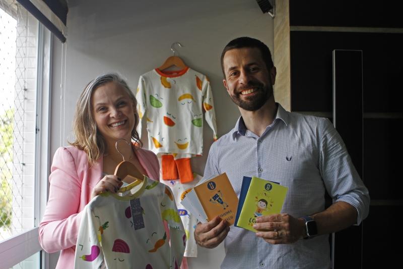 Carlos Eduardo e Luciane vendem os produtos da Pause na rua Padre Chagas ou pela internet