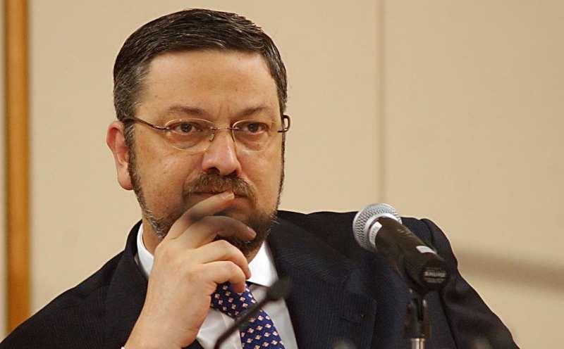 BRASÍLIA - O MINISTRO DA FAZENDA, ANTONIO PALOCCI, DURANTE ENTREVISTA COLETIVA NO MINISTÉRIO.  DEZ05