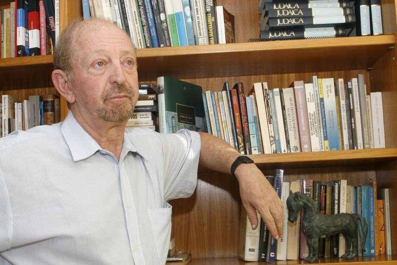 Médico gaúcho e autor da Academia Brasileira de Letras faleceu há uma década