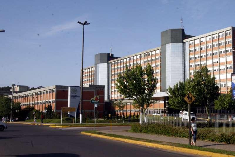 HOSPITAL UNIVERSITÁRIO DA ULBRA EM CANOAS. FACHADA.