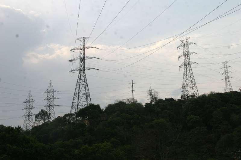 Entidades distribuem eletricidade no meio rural e em áreas urbanas