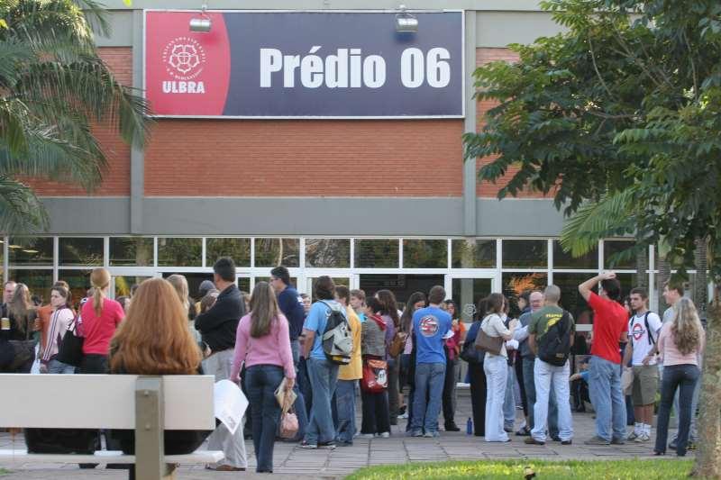 Universidade, que já figurou entre as maiores do País, possui unidades em seis estados e 43 mil alunos