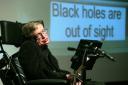 Genética e trabalho podem ter ajudado Stephen Hawking a viver mais do que o esperado