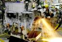 Produção e empregos na indústria caem em junho