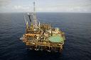Petróleo fecha em queda, após falas de Powell e previsão da Opep