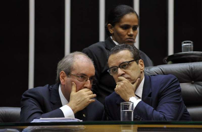 """Ex-presidentes da Câmara, Cunha (e) e Alves (d) são apontados como """"criminosos em série"""" pelo MPF"""