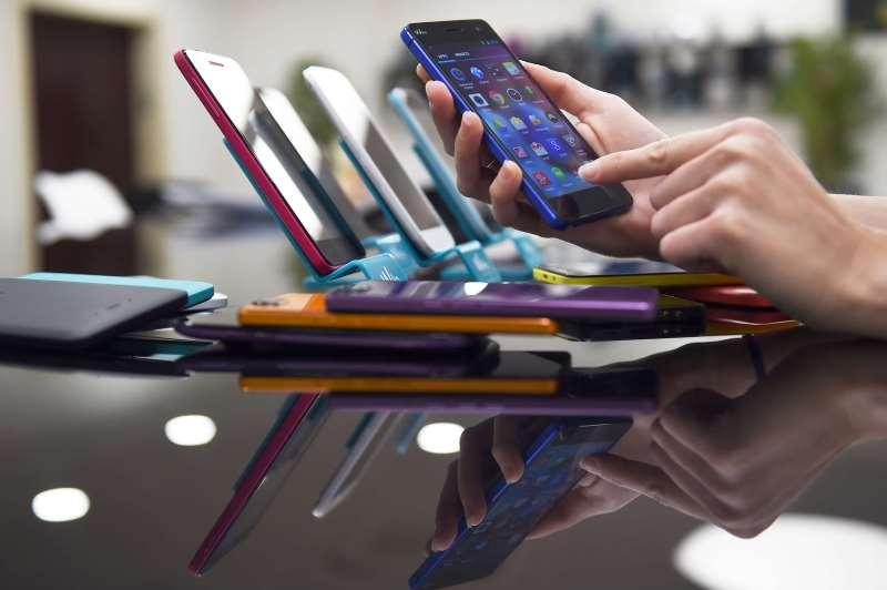Categoria de telefonia e celulares recuou 12,99% em dezembro