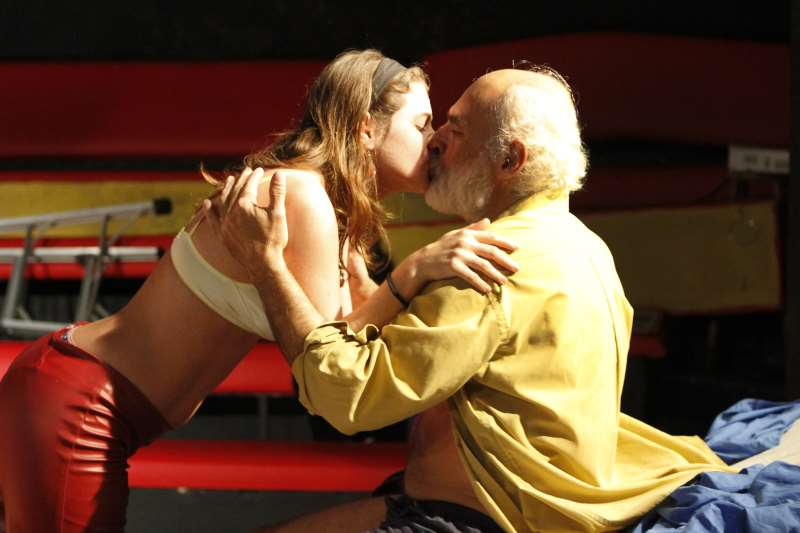 Elisa Heidrich e Roberto Oliveira na encenação Bukowski - Sarau Misto Quente