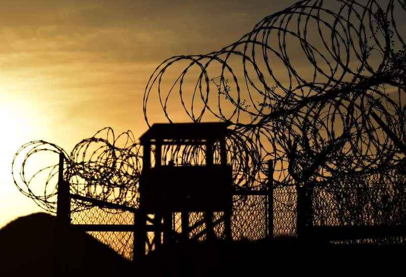 Prisão ainda abriga 60 detentos e custa mais de US$ 400 milhões anuais