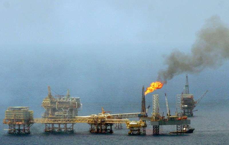 O petróleo WTI para janeiro fechou em alta de 0,86% (US$ 0,36), a US$ 42,01 o barri