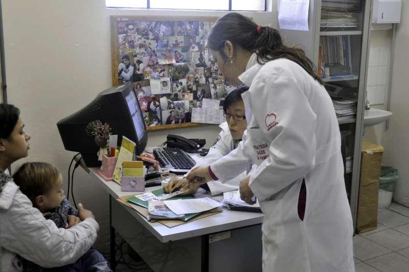 Dos quase 18 mil médicos que atuam no programa atualmente, 47% são cubanos