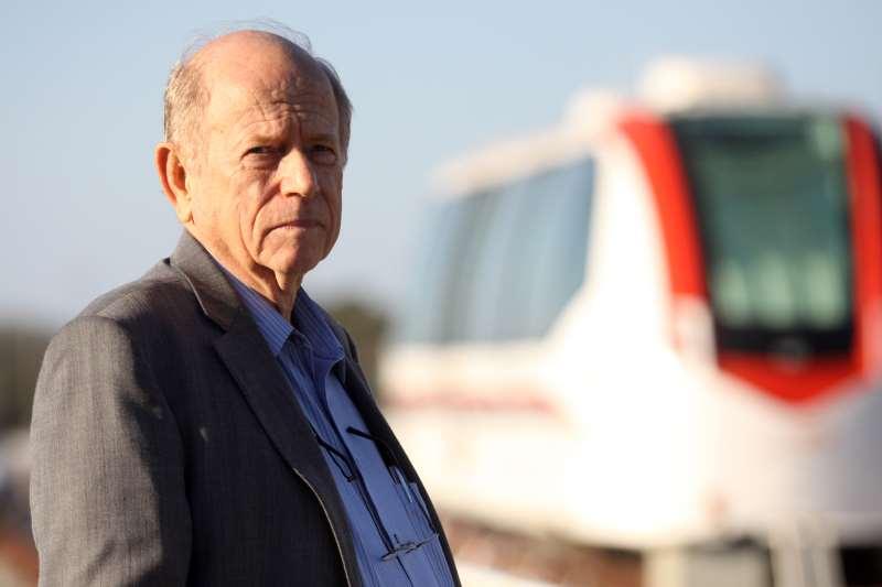 Fundador da Coester defendia baixo custo do veículo movido a ar