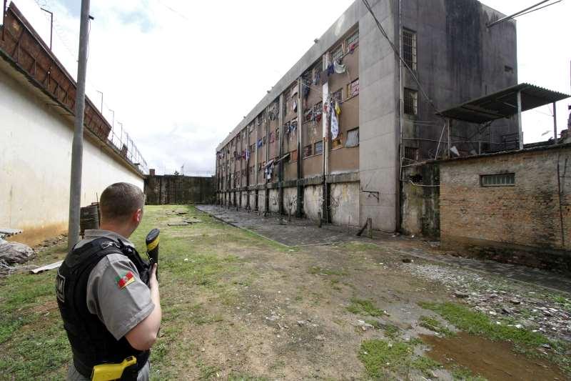Proposta prevê a retirada de policiais militares da guarda externa de presídios no Rio Grande do Sul