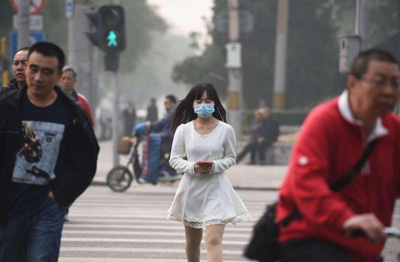 Mulher chinesa, que viajou para a Tailândia e transportou o vírus, foi colocada em quarentena