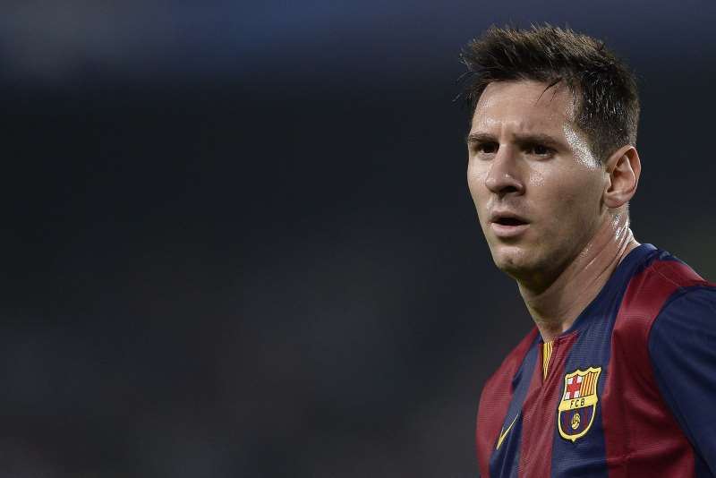 BARCELONA'S ARGENTINIAN FORWARD LIONEL MESSI LOOKS ON DURING THE UEFA CHAMPIONS LEAGUE FOOTBALL MATCH FC BARCELONA VS AJAX AMSTERDAM AT THE CAMP NOU STADIUM IN BARCELONA ON OCTOBER 21, 2014.   AFP PHOTO/ JOSEP LAGO