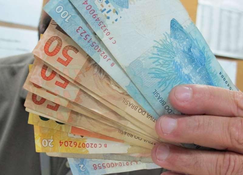 Busca por empréstimos no setor financeiro caiu 13,4% em 12 meses