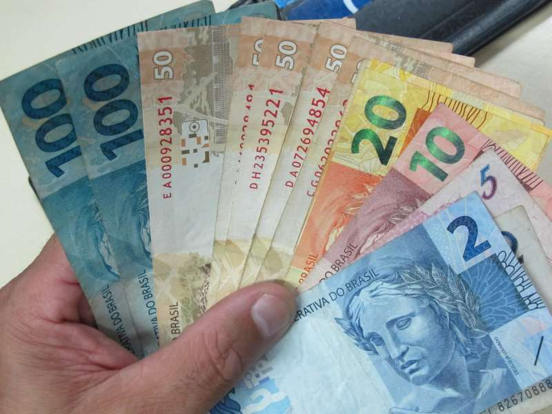 Papel-moeda é utilizado por 60% dos brasileiros como principal meio de pagamento