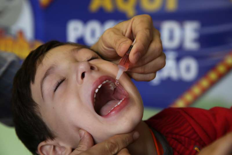 Crianças de 12 meses a menores de 5 anos deverão tomar uma dose extra das gotinhas