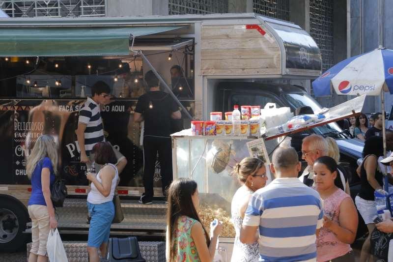 FEIRA DO LIVRO 2014 - FOOD TRUCK, MOVIMENTO, FEIRA DO LIVRO  IMAGEM 3 FOTO CLAITON DORNELLES