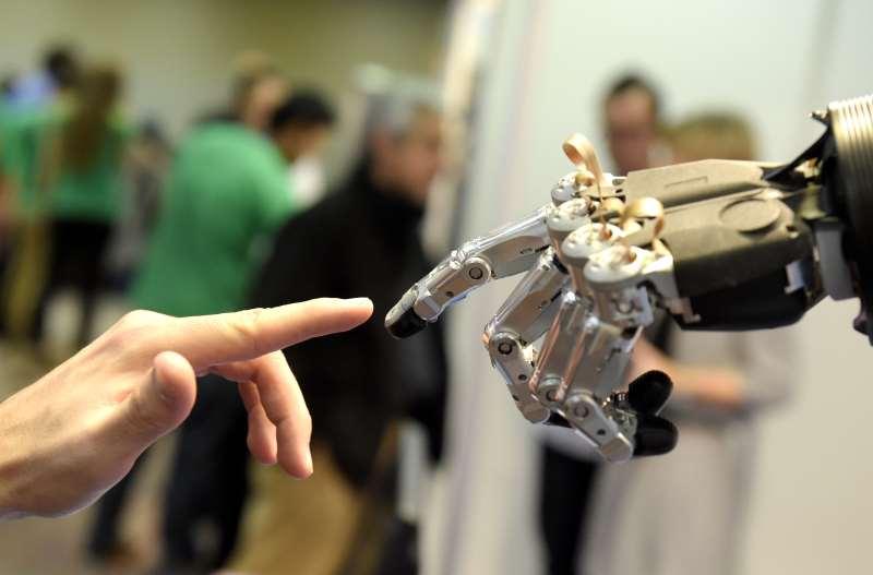 Nova geração de robôs otimiza tarefas mecânicas, com a redução de custo e de tempo para os clientes