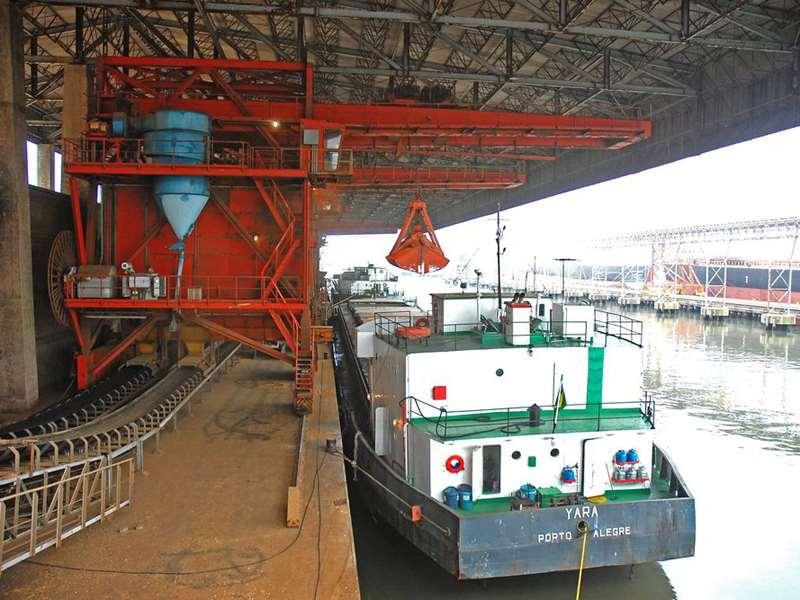 Grupo controla terminais Termasa e Tergrasa situados no complexo portuário