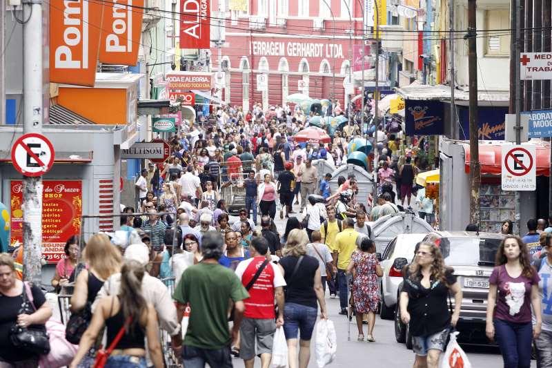 Abertura de lojas e contratação de funcionários também apresentaram alta, aponta FCDL-RS