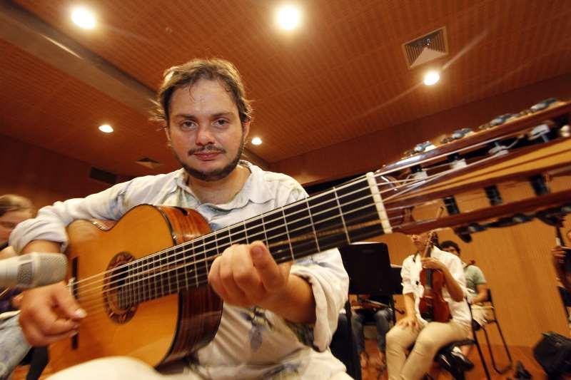 Yamandú Costa  foi convidado por Baden Powell para abrir show do violonista em 1997