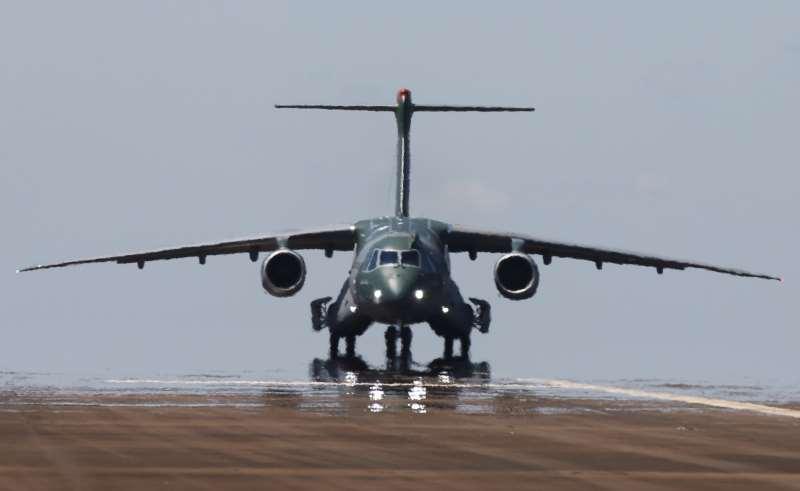 Avião de transporte de cargas e de tropas está em fase de testes até 2018, quando começam a entregas