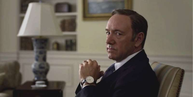 Kevin Spacey faz o papel de Frank Underwood, protagonista da série