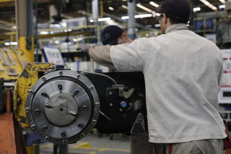 Indústria de transformação gerou 18 mil vagas, elevação de 6,4%