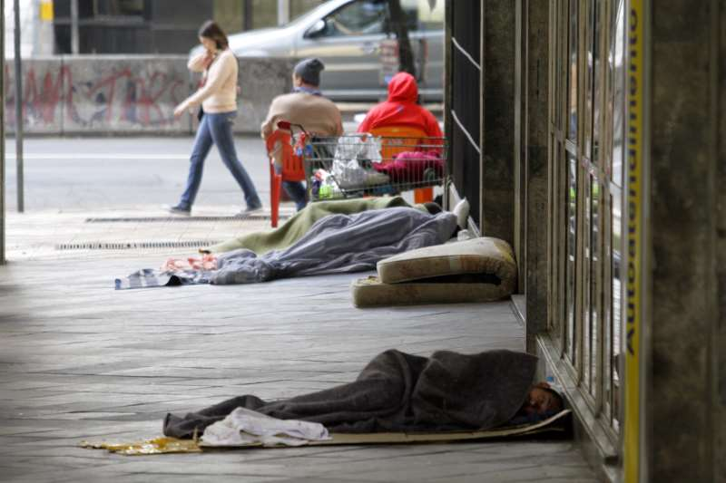 São consideradas extremamente pobres pessoas que vivem com até US$ 1,90 (R$ 7,35) por dia