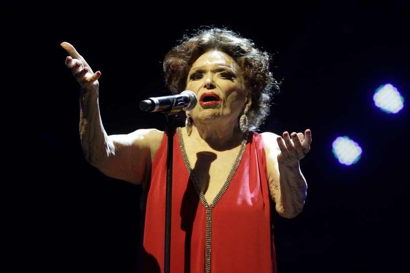 Aos 95 anos, atriz, cantora e diretora continua com diversos projetos