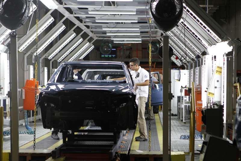 Contribuições negativas vieram de setores como a fabricação de veículos automotores