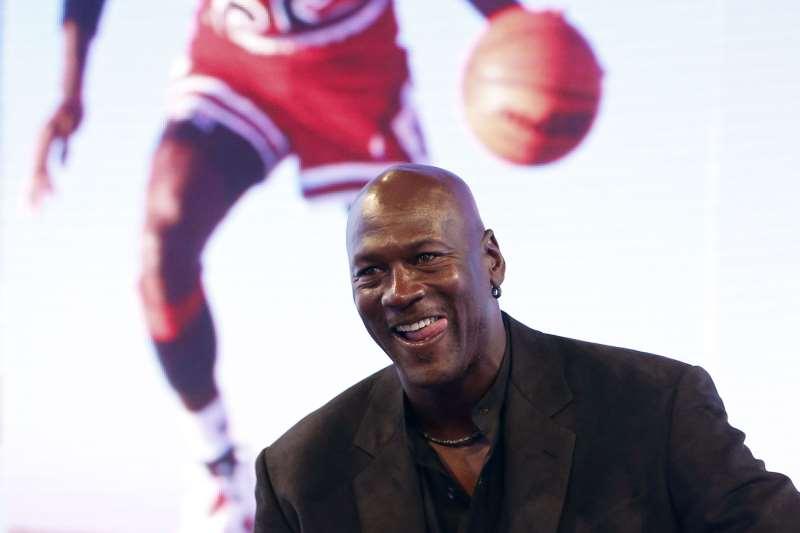 Ex-atleta prometeu doar US$ 100 milhões ao longo da década para organizações que atuam pela igualdade racial