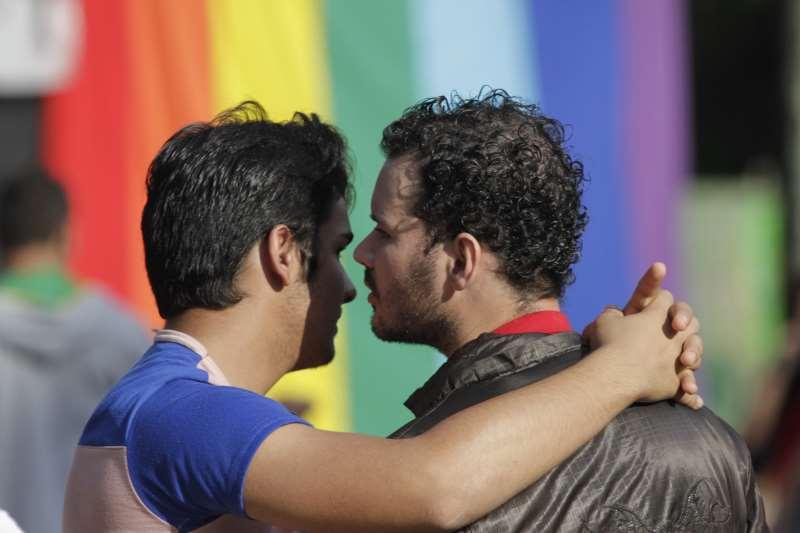 Em Porto Alegre, escrituras de uniões entre pessoas do mesmo sexo passaram de 45 para 283 após regulamentação