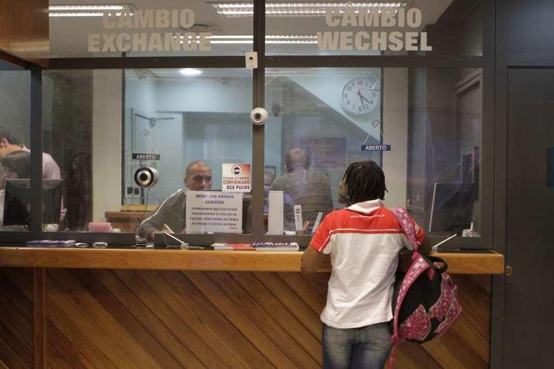 Nova modalidade de venda de moeda estrangeira vem ocorrendo desde março no País