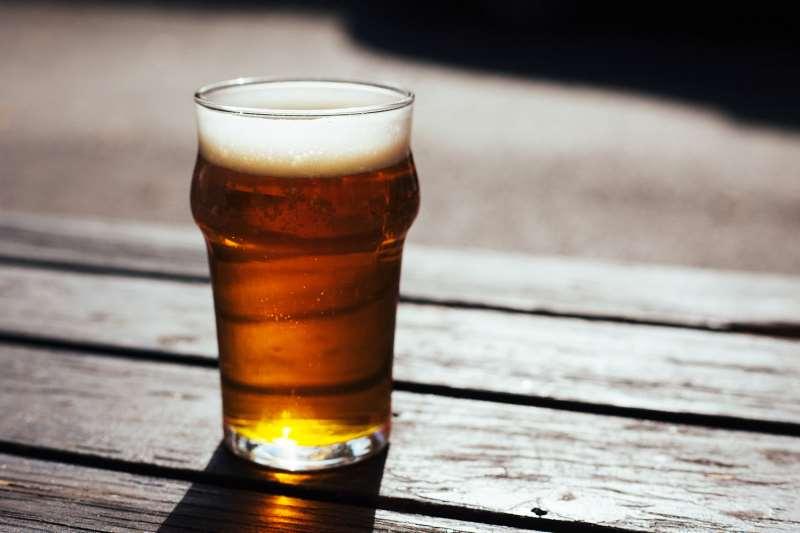 Brasileiros classificam cerveja como um dos produtos com alta carga de tributos, seguido por automóvel e gasolina