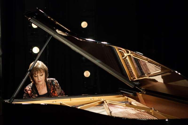 Olinda Allessandrini participa de recital 'Mapa do Brasil' do 26º Janeiro de Grandes Espetáculos