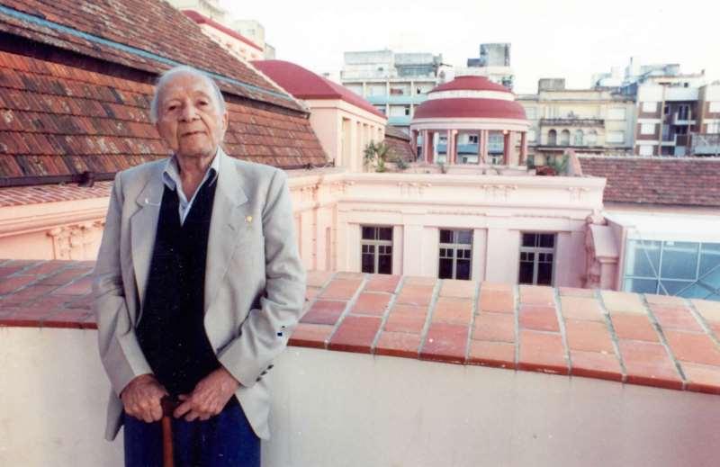 Primeiro como morador do Majestic, e depois como homenageado, poeta é o grande fio condutor da história da CCMQ