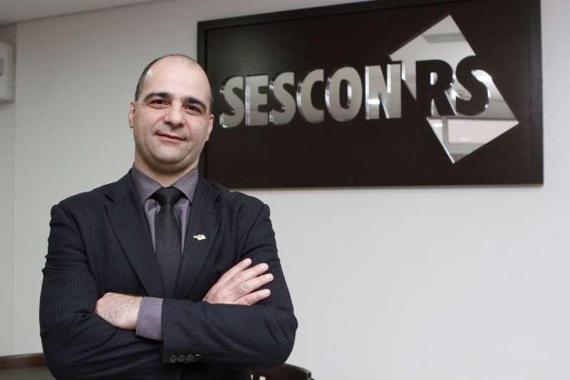 ENTREVISTA COM DIOGO CHAMUN, PRESIDENTE DO SESCON/RS, SOBRE O PROGRAMA REFISPOA 2015.