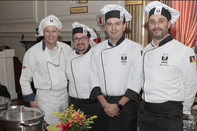 Andreas Mayer, Alexandre Schvartz, Gustavo Oliveira Borges e Flávio Pauletti, formandos do União Cooks