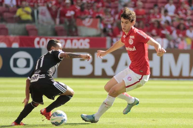 Rodrigo Dourado (à direita), pode ser negociado, melhorando a situação dos cofres do Inter